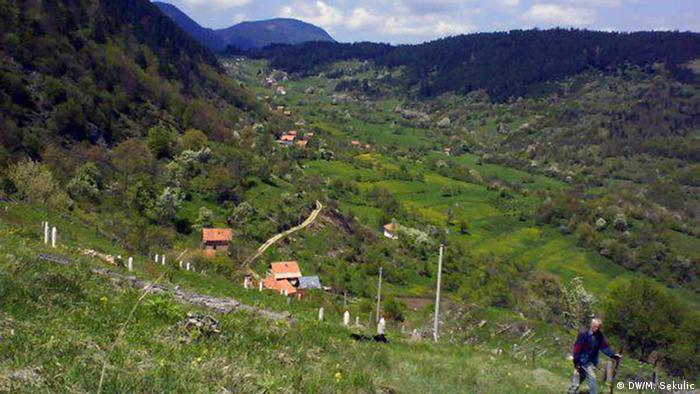 Überlebende aus Srebrenica und Zepa in serbischen Lagern gefangen