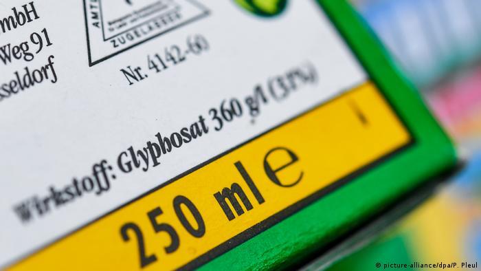 Glyphosat container shows the active ingredient