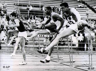 Martin Lauer bei seinem Hürdenweltrekord in Zürich (Foto: AP)