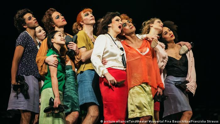 Tanztheater Wuppertal Pina Bausch Die sieben Todsünden