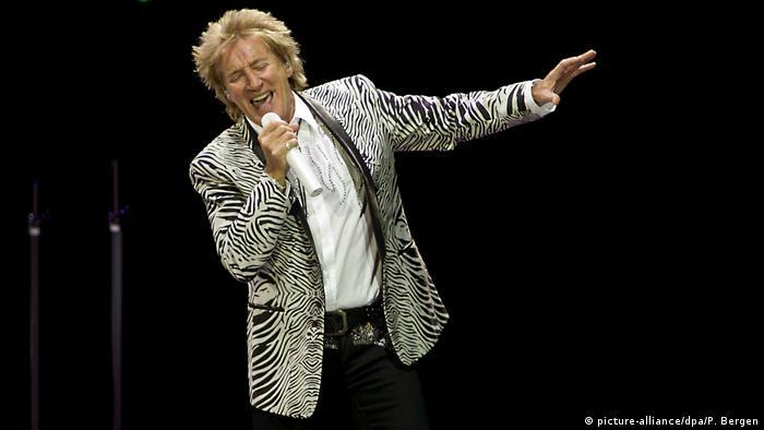Rod Stewart singing in Amsterdam in 2016