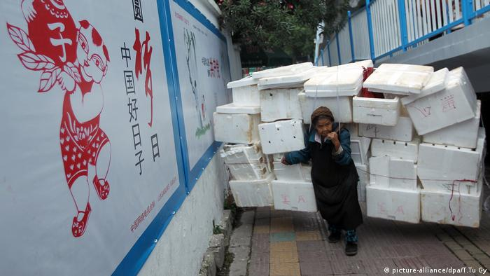 China 101 Jahre alte Frau Recycling (picture-alliance/dpa/T.Tu Gy)