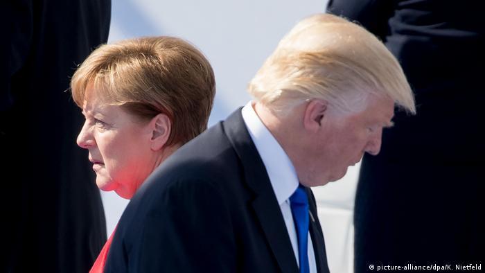 Presidente americano, Donald Trump, e premiê alemã, Angela Merkel, de costas um para o outro