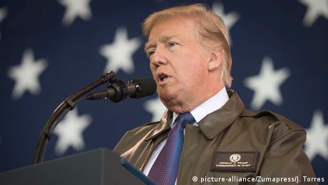 Trump speaks into a microphone (picture-alliance/Zumapress/J. Torres)