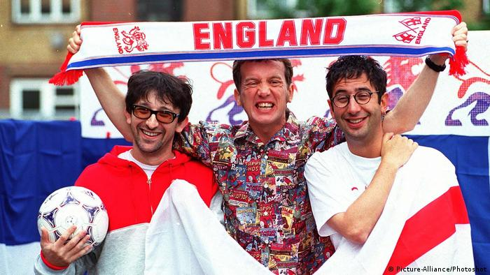 David Baddiel, Frank Skinner und The Lightning Seeds IAN BROUDIE British Singer and Songwriter Member of... (Picture-Alliance/Photoshot)