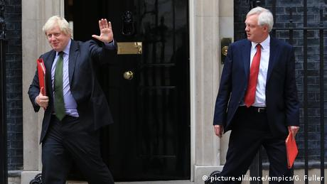 Boris Johnson and David Davis (picture-alliance/empics/G. Fuller)