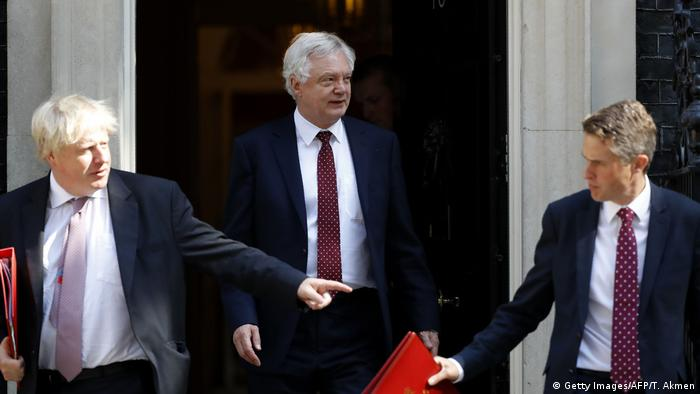 London Boris Johnson und David Davis (Getty Images/AFP/T. Akmen)