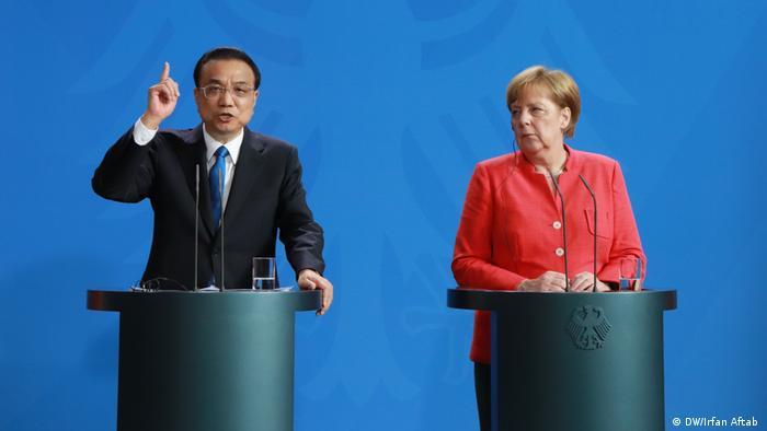 Merkel und Ministerpräsident der Volksrepublik China Li Keqiang im Bundeskanzleramt Berlin (DW/Irfan Aftab )