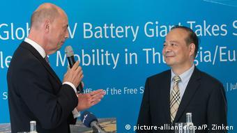 寧德時代董事長曾毓群與圖林根州經濟部長蒂芬澤(Wolfgang Tiefensee)週一召開發布會,向外界介紹電池工廠的計劃。