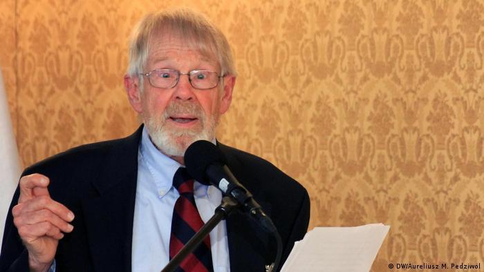 A. Ross Johnson, dyrektor Radia Wolna Europa w latach 1998-2002 uważał, że Radio Wolna Europa była jednym z najbardziej udanych amerykańskich projektów w ogóle