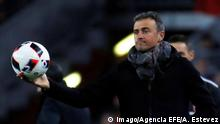 (FILE) A file picture dated on 11 January 2017 shows the then head coach of FC Barcelona Barca Luis Enrique in Barcelona, Spain. The Spanish Soccer Federation (RFEF) announced on 09 July 2018 that Luis Enrique will be the new head coach of the Spanish national team Nationalteam Luis Enrique announced new head coach of the Spanish national team !ACHTUNG: NUR REDAKTIONELLE NUTZUNG! PUBLICATIONxINxGERxSUIxAUTxONLY Copyright: xAlbertxEstevezx GRAF6580 20180709-636667435992491383