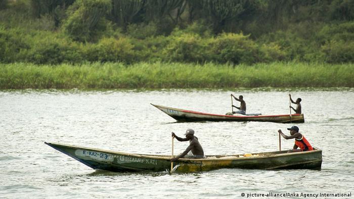 Ugandan fishermen on Lake Edward