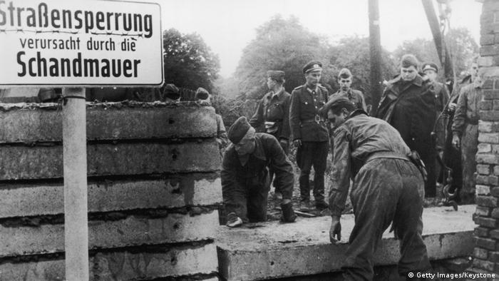 Deutschland Bau der Berliner Mauer 1961