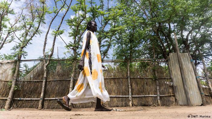 Akwata Umot Okok walking (photo: DW/T. Marima)