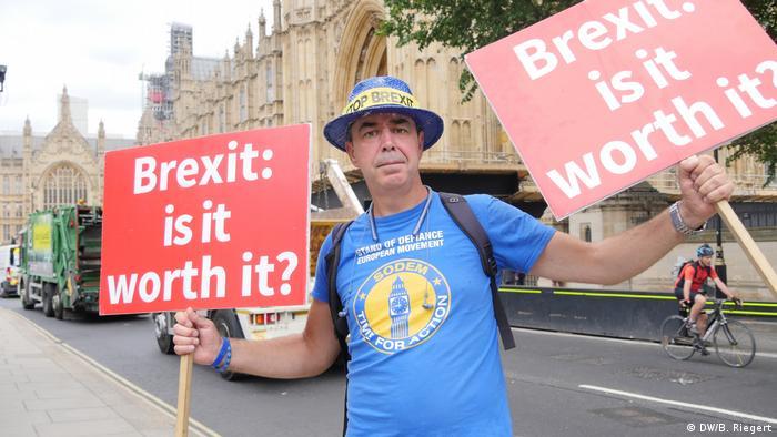 Стив Брей всеки ден протестира срещу Брекзита