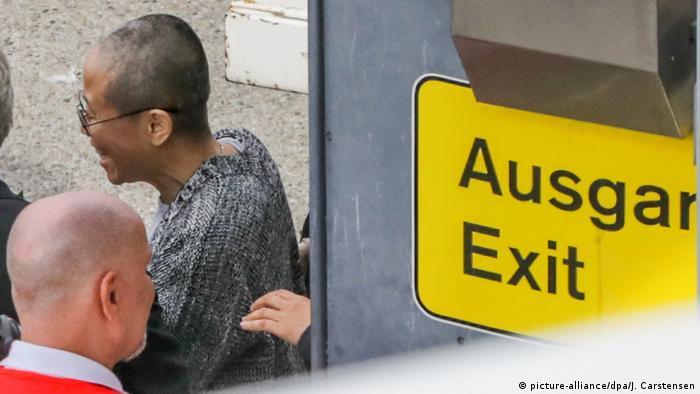 Deutschland Berlin Ankunft Liu Xia, Witwe des chinesischen Dissidenten Liu Xiaobo (picture-alliance/dpa/J. Carstensen)