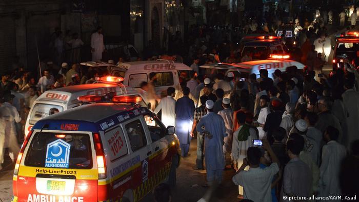 Pakistan Peschawar Anschlag bei Wahlveranstaltung (picture-alliance/AA/M. Asad)