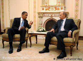 US President Barack Obama talks with Russian Prime Minister Vladimir Putin during a meeting at Putin's home Novo Ogaryovo in Moscow, Russia 07 July 2009. President Obama is in Moscow to meet with Russian President Dmitryi Medvedev and Prime Minister Vladimir Putin prior to the G8 Summit in Italy later this week. EPA/SHAWN THEW +++(c) dpa - Report+++