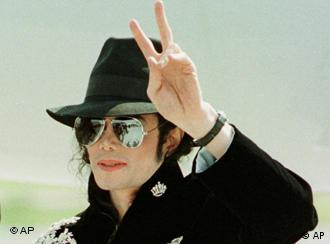 U.S. Popstar Michael Jackson gives a victory sign after his arrival in North Germany's Bremen on Wednesday, May 28, 1997. Jackson will give his first concert during the History Tour in Germany on Saturday, May 31, 1997. (AP Photo/Christof Stache)