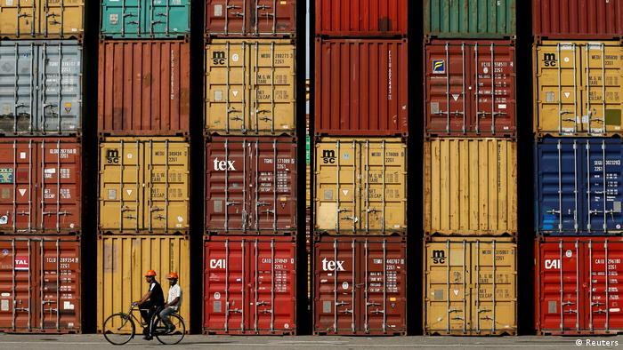 Sri Lanka Container im Hafen von Colombo