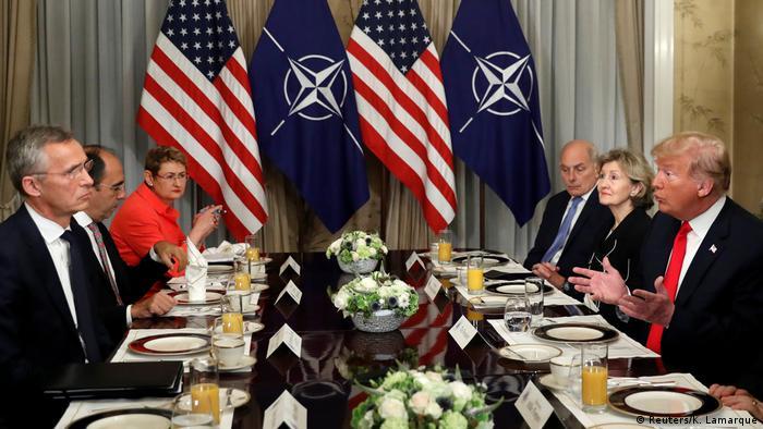 Trump perante Soltenberg, durante a cúpula da Otan