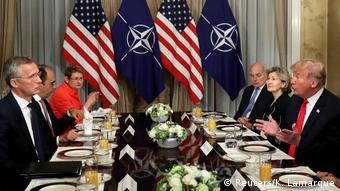 Ο αμερικανός πρόεδρος Τραμπ πιέζει τα κράτη μέλη του ΝΑΤΟ για αύξηση της οικονομικής συνεισφοράς τους