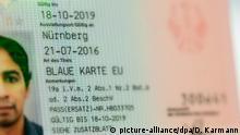 05.07.2018, Bayern, Nürnberg: Eine Blaue Karte für ausländische Fachkräfte liegt im Bundesamtes für Migration und Flüchtlinge (Bamf) auf einem Tisch. Fast 77 000 hochqualifizierte Zuwanderer aus Nicht-EU-Ländern konnten bisher mit einer sogenannten Blauen Karte in Deutschland arbeiten. Ein Großteil davon in stark nachgefragten Berufen - etwa als Ingenieur, Naturwissenschaftler, Informatiker oder Arzt. Foto: Daniel Karmann/dpa | Verwendung weltweit