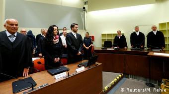 Οι δικαστές ανακοινώνουν την απόφαση