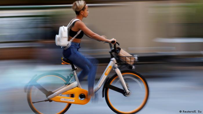 ¿Bicicletas para todas? Un análisis del Banco Mundial del año 2000, apuntó que el 95% de los usuarios de ciclovías en Lima eran hombres debido a la falta de talleres para reparar bicicletas.