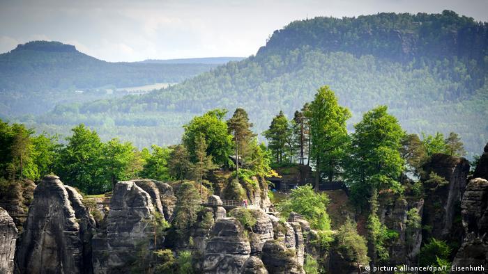 Deutschland - Wandern in der Sächsischen Schweiz (picture alliance/dpa/T. Eisenhuth)