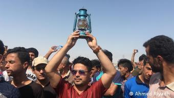 حیدر عبادی، نخستوزیر عراق، دستور تشکیل کمیتهای را برای بررسی درخواستهای معترضان صادر کرد