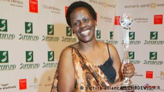 Esther Mujawayo-Keiner holding the World Social Award at an awards ceremony in Vienna in 2009. She is smiling into the camera.