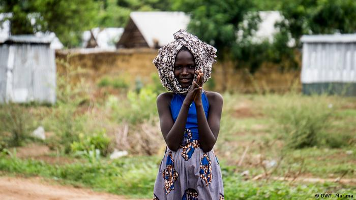 An Anuak girl with traditional head wrap (photo: DW/T. Marima)