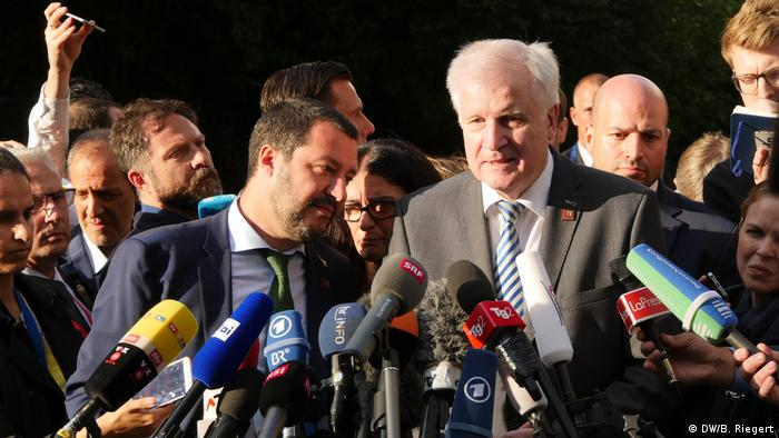 Österreich Innsbruck - EU-Innenminister | Matteo Salvini, Italien & Horst Seehofer, Deutschland (DW/B. Riegert)