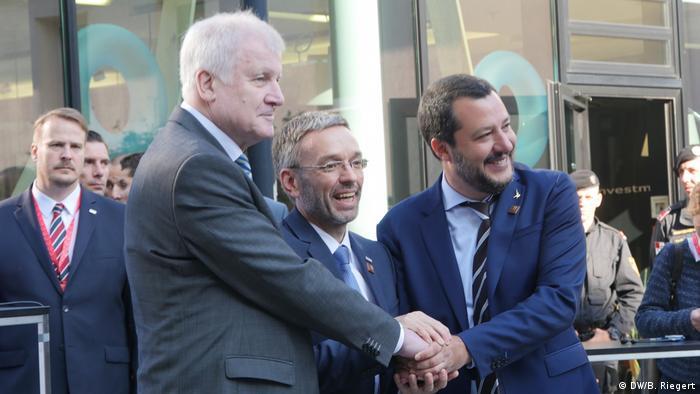 Ministrul german de Interne, Horst Seehofer alături de colegii săi de resort: italianul Matteo Salvini şi austriacul Herbert Kickl la Innsbruck (12.07.2018)