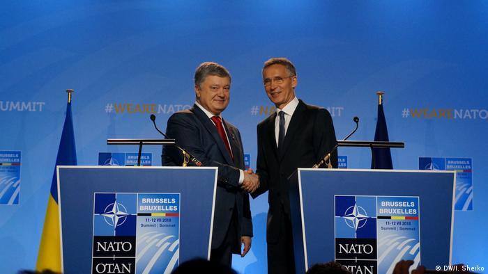Президент Украины Петр Порошенко и генсек НАТО Йенс Столтенберг, 12 июля 2018 года
