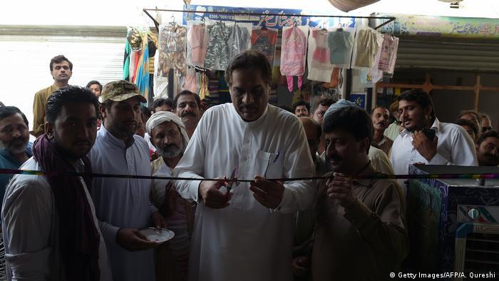 На избирательном участке в одной из деревень Пакистана