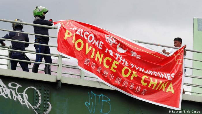 Phillippinen - Banner mit der Aufschrift Willkommen in den Philippinen, Provinz China (Reuters/E. de Castro)
