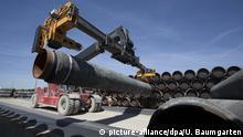 Nord Stream 2 - Verladung der Rohre in Sassnitz