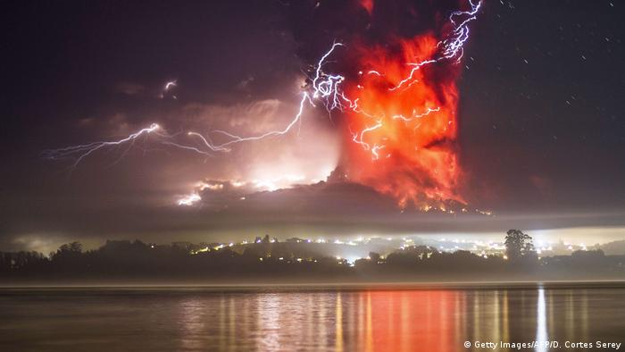 DW eco@africa - Calbuco volcano in Chile (Getty Images/AFP/D. Cortes Serey)
