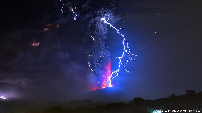 DW eco@africa - Calbuco volcano in Chile (Getty Images/AFP/M. Bernetti)