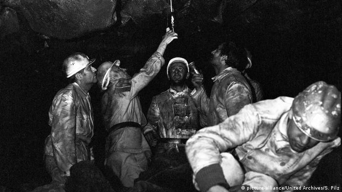 Film still - The Lengede Miracle, miners (picture-alliance/United Archives/S. Pilz)