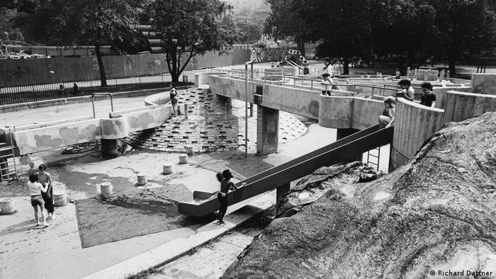 Детская площадка в Нью-Йорке, 1972 год