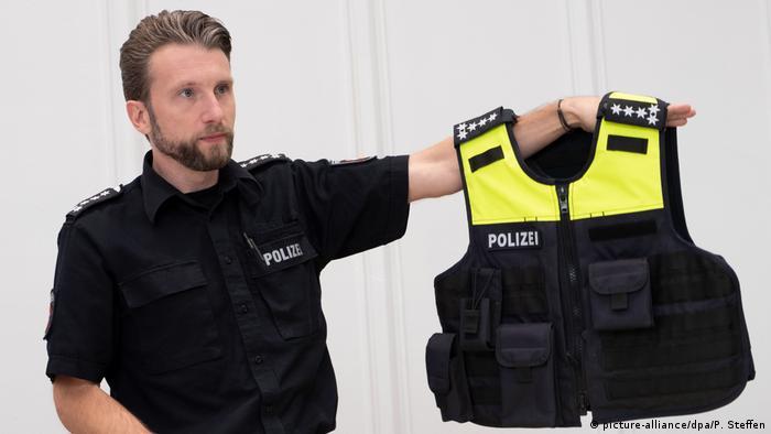 Самая маленькая форма для полицейского рассчитана на рост 163 сантиметра