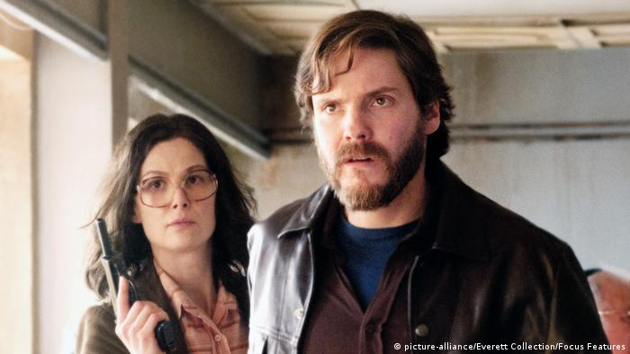 7 Tage in Entebbe Rosamund Pike und Daniel Brühl (picture-alliance/Everett Collection/Focus Features)