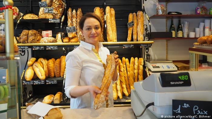 Frankreich - Prämierte Bäckerei beliefert Macrons Amtssitz mit Baguettes (picture alliance/dpa/C. Böhmer)