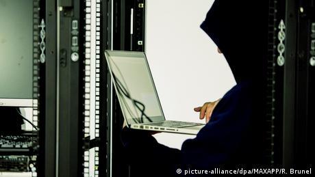 Symbolbild Cyberattacke (picture-alliance/dpa/MAXAPP/R. Brunel)