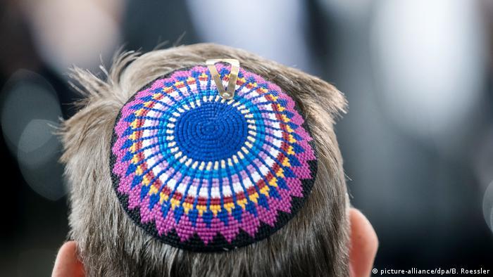 Yarmulke-wearing German