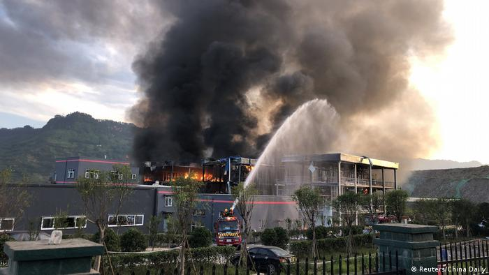 China Sichuan Explosion in Chemiefabrik (Reuters/China Daily)