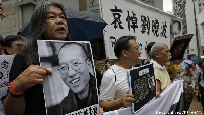 Hong Kong Proteste am ersten Todestag von Liu Xiaobo (picture-alliance/AP Photo/V. Yu)